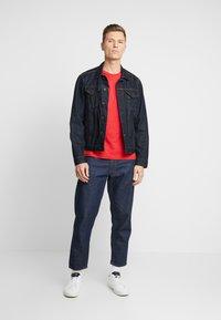 Lyle & Scott - CREW NECK - T-shirt basic - gala red - 1