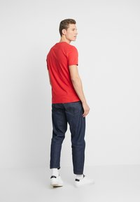 Lyle & Scott - CREW NECK - T-shirt basic - gala red - 2
