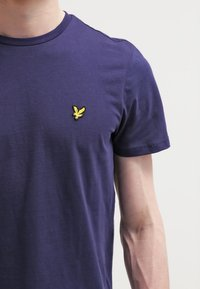 Lyle & Scott - T-shirt basic - navy - 4