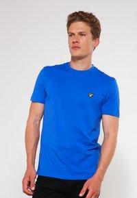 Lyle & Scott - CREW NECK - T-shirt - bas - lake blue - 0
