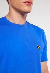 Lyle & Scott - CREW NECK - T-shirt - bas - lake blue - 4