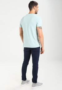 Lyle & Scott - CREW NECK - T-shirt basic - light blue - 2