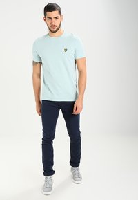 Lyle & Scott - CREW NECK - T-shirt basic - light blue - 1