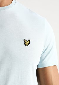 Lyle & Scott - CREW NECK - T-shirt basic - blue shore - 5