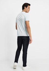 Lyle & Scott - CREW NECK - T-shirt basic - blue shore - 2