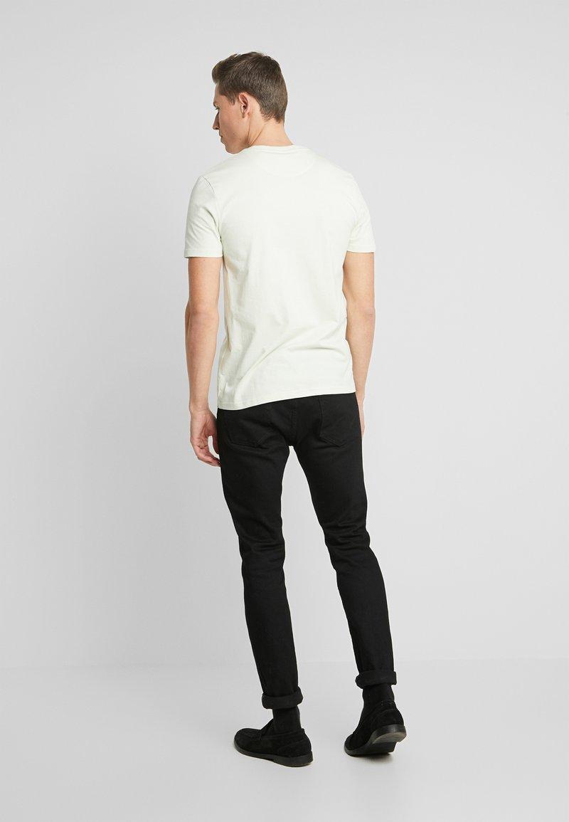 Lyle & Scott CREW NECK - T-shirts - cloud mint