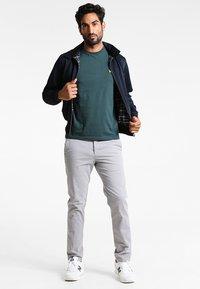 Lyle & Scott - CREW NECK - T-shirt basic - forest green - 1