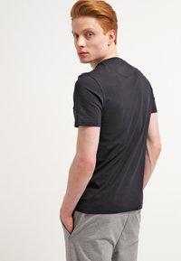 Lyle & Scott - T-shirt - bas - true black - 2