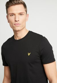 Lyle & Scott - CREW NECK - T-shirt basic - jet black - 4