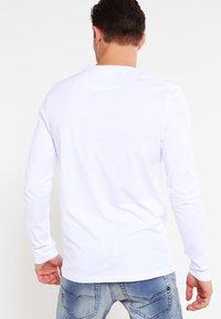 Lyle & Scott - CREW NECK PLAIN - Pitkähihainen paita - white - 2