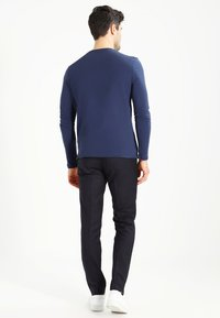 Lyle & Scott - CREW NECK PLAIN - Longsleeve - navy - 2