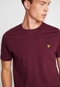 Lyle & Scott - CREW NECK  - T-shirt - bas - burgundy - 4