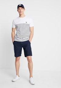 Lyle & Scott - BRETON STRIPE  - T-shirts med print - white/navy - 1