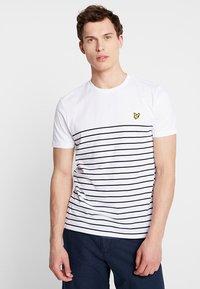 Lyle & Scott - BRETON STRIPE  - T-shirts med print - white/navy - 0
