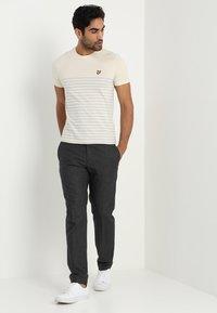 Lyle & Scott - BRETON STRIPE  - Print T-shirt - yellow - 1