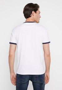 Lyle & Scott - RINGER TEE - T-Shirt print - white - 2