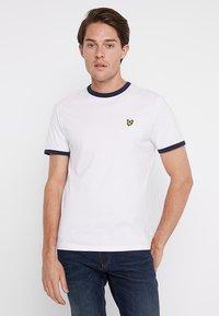 Lyle & Scott - RINGER TEE - T-Shirt print - white - 0