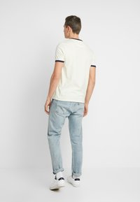 Lyle & Scott - RINGER TEE - T-Shirt print - buttercream/navy - 2