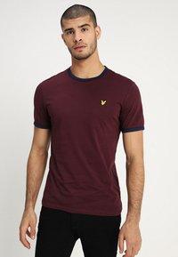 Lyle & Scott - RINGER TEE - T-Shirt print - burgundy/navy - 0