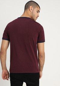 Lyle & Scott - RINGER TEE - T-Shirt print - burgundy/navy - 2