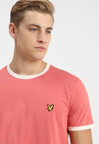 Lyle & Scott - RINGER TEE - T-Shirt print - sunset pink - 4