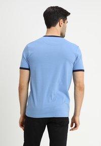 Lyle & Scott - RINGER TEE - T-Shirt print - cornflower blue/navy - 2