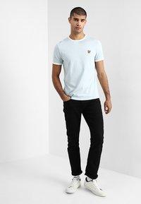 Lyle & Scott - RINGER TEE - T-Shirt print - blue shore/snow white - 1