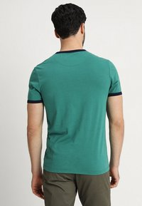 Lyle & Scott - RINGER TEE - T-Shirt print - alpine green/navy - 2