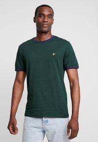 Lyle & Scott - RINGER TEE - T-Shirt print - jade green/navy - 0