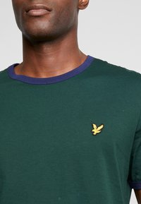 Lyle & Scott - RINGER TEE - T-Shirt print - jade green/navy - 5