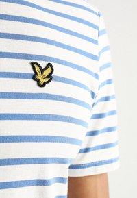 Lyle & Scott - BRETON STRIPE  - T-shirt print - snow white/cornflower blue - 5