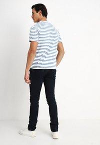 Lyle & Scott - BRETON STRIPE  - T-shirt print - snow white/cornflower blue - 2