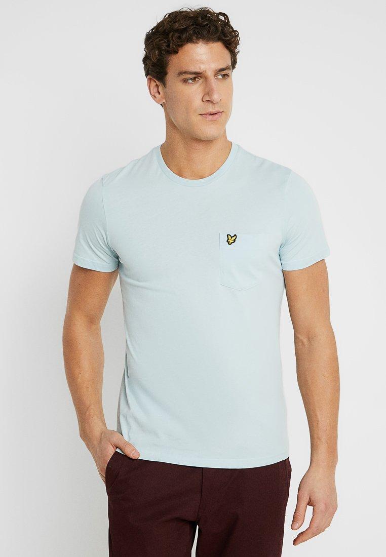Lyle & Scott - PLAIN POCKET - T-shirts - blue shore