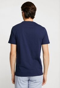 Lyle & Scott - LOGO - T-shirt med print - navy - 2