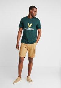Lyle & Scott - LOGO - T-shirt print - jade green - 1