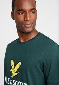 Lyle & Scott - LOGO - T-shirt print - jade green - 4