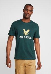 Lyle & Scott - LOGO - T-shirt print - jade green - 0