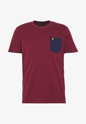 CONTRAST POCKET - T-Shirt print - merlot/navy
