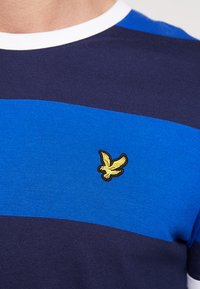 Lyle & Scott - WIDE STRIPE RINGER - T-shirt print - duke blue - 5