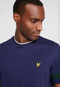 Lyle & Scott - TIPPED - T-shirt basic - navy - 4
