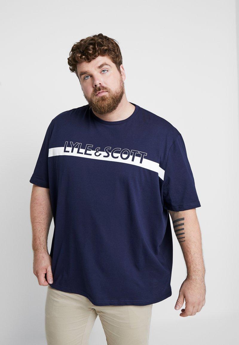 Lyle & Scott - PLUS LOGO - Camiseta estampada - navy