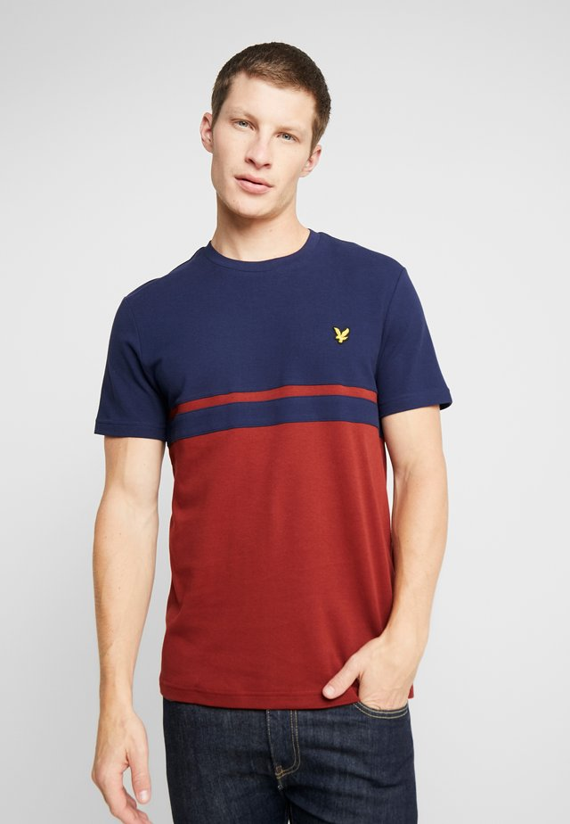 PANEL STRIPE - T-shirt imprimé - navy/ brick red