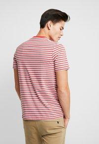 Lyle & Scott - STRIPE - Print T-shirt - red - 2