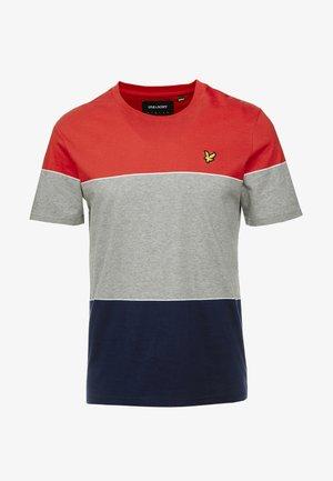WIDE STRIPE - T-shirt med print - gala red/navy
