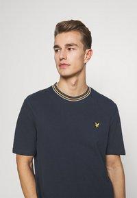 Lyle & Scott - Print T-shirt - dark navy - 3