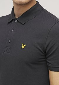 Lyle & Scott - PLAIN - Piké - true black - 4
