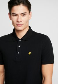 Lyle & Scott - PLAIN - Poloshirt - jet black - 4