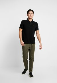 Lyle & Scott - PLAIN - Poloshirt - jet black - 1