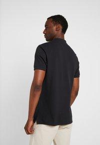 Lyle & Scott - SLIM FIT - Poloshirts - true black - 2