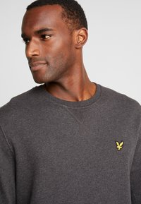 Lyle & Scott - CREW NECK - Sweater - charcoal marl - 4